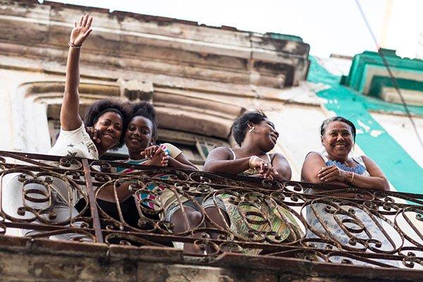 cuban-ladies-on-a-balcony