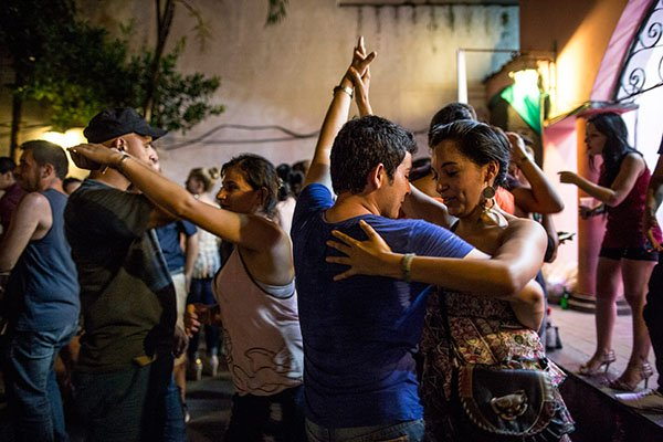 cuban-people-dance